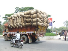 Overladen truck, Hyderabad